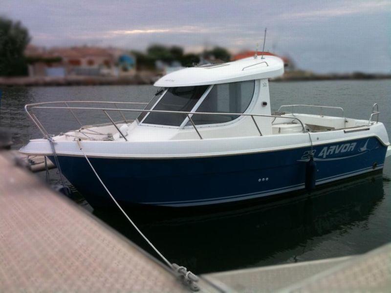 arvor 23 fish bateau moteur arvor bateau occasion philibert plaisance. Black Bedroom Furniture Sets. Home Design Ideas