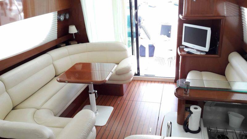 prestige 46 bateau moteur jeanneau bateau occasion philibert plaisance. Black Bedroom Furniture Sets. Home Design Ideas
